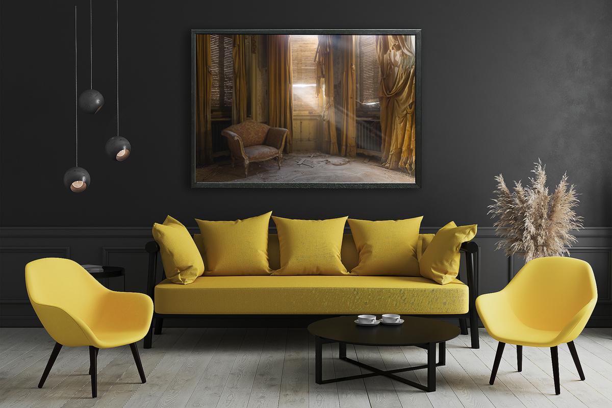 8-salotto divani gialli, poltrona illuminata